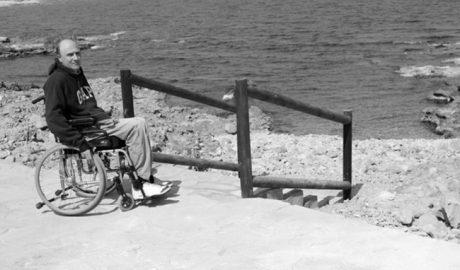 Costas deniega a Dénia el permiso para la rampa de acceso al mar para personas con movilidad reducida en les Rotes
