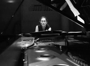 """Marta Espinós, pianista: """"Un concierto de música contemporánea obliga a abrir la mente y los tímpanos"""""""