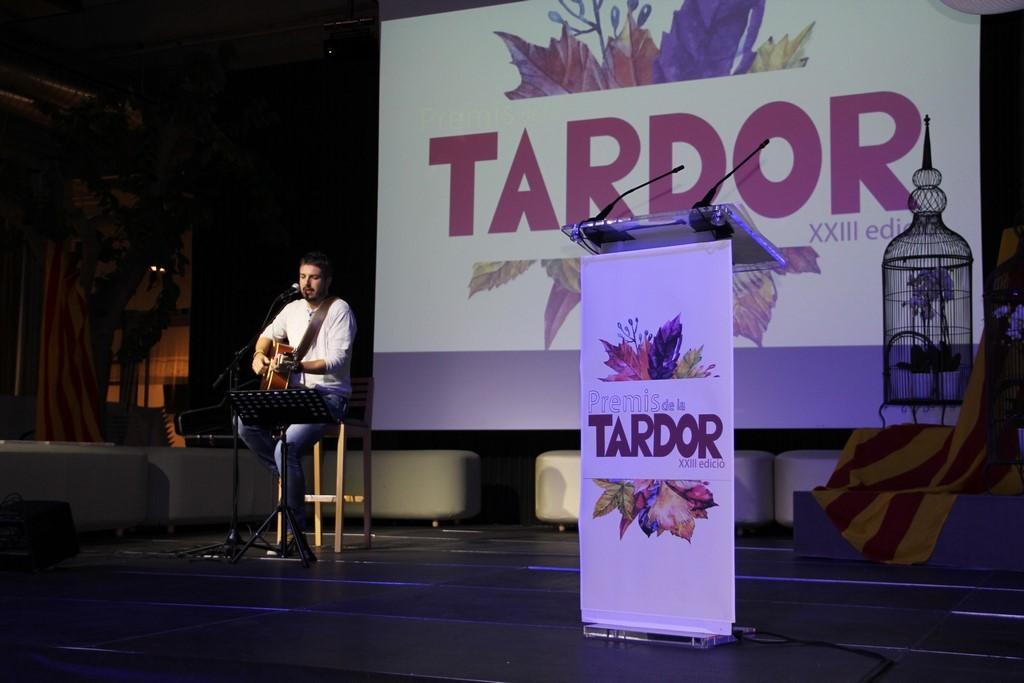 Andreu Valor va posar la música a l'acte.
