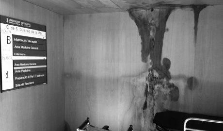 El Centro de Salud de Duanes, en Xàbia, enfermo de humedades