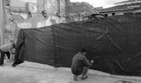 Derriban una casa en les Roques de Dénia por el riesgo de derrumbe tras las últimas lluvias