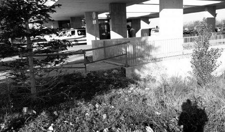 Un basurero a las puertas del hospital