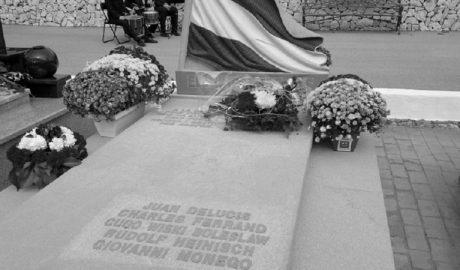 El misterio de las flores anónimas sobre la tumba de los brigadistas internacionales en el Franquismo
