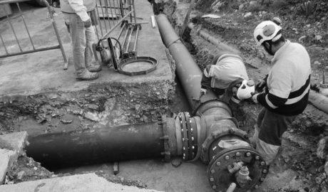 Dénia corta el tráfico en la Plana d'Elies para mejorar el abastecimiento al Montgó con el cambio de 850 metros de tuberías