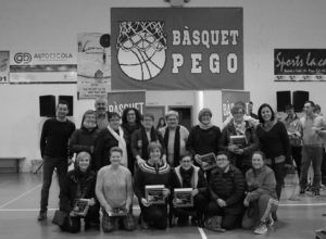 Pego homenajea a las pioneras del baloncesto en la localidad
