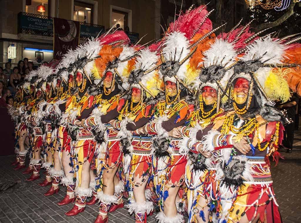 Una escuadra de la Filà Amazigh, durante el desfile de gala de los Moros y Cristianos de este año.