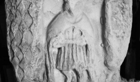 Hallan en Dénia parte de una cruz renacentista desaparecida desde hace siglos