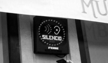 Dénia instalará semáforos en las terrazas de la calle Loreto que se encenderán cuando el nivel de ruido se dispare