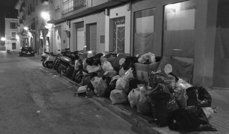 La basura vuelve a recibir el Año Nuevo en Dénia