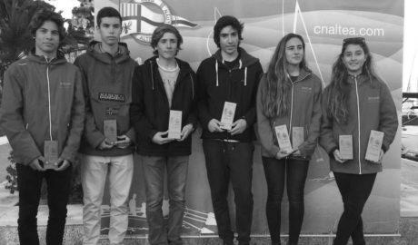 Los hermanos Aroca del CN Jávea ganan en la clase 420 del Open de vela Bahía de Altea