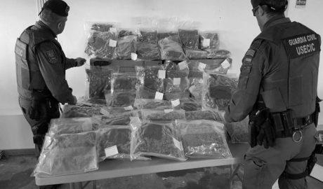 Un vecino de Dénia, detenido en Ondara cuando conducía con 26 kilos de marihuana en el coche