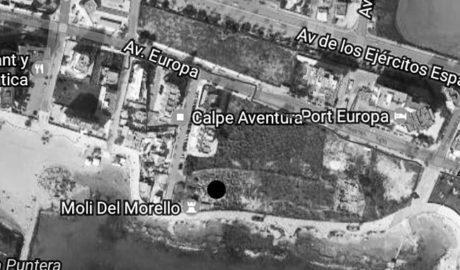 """Vecinos de la nueva torre de 20 pisos acusan al Ayuntamiento de Calp de """"permisividad"""" hacia la constructora"""