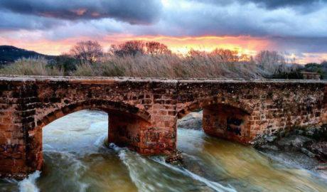 [LA FOTO] Un torrente de agua bajo un puente del siglo XVII en Xàbia