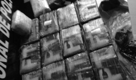 El temporal arrastra a una playa de Dénia un saco de boxeo con 19 fardos de cocaína
