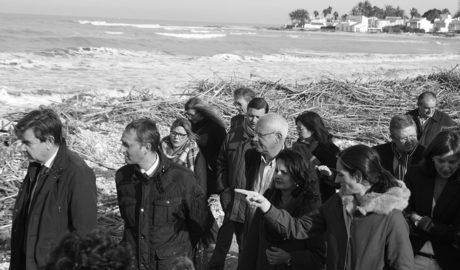El Gobierno intenta aplacar los ánimos de los afectados por el temporal con una visita exprés a l'Almadrava