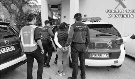 Dos detenidos en Xàbia al ser sorprendidos robando mediante el método del abrazo