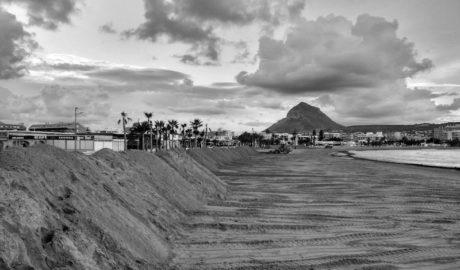 Xàbia mantendrá hasta marzo los diques de l'Arenal ante el severo riesgo de más temporales