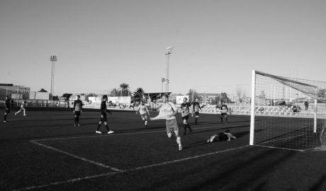 El Dénia vuelve a ganar en Oliva gracias a los goles de Renzo y Javi