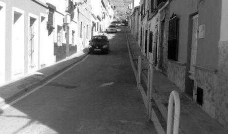 """Dénia prohíbe aparcar en todas las calles """"estrechas"""" de Les Roques para cumplir la normativa"""