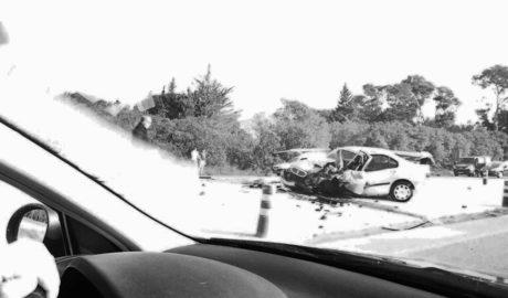 Grave accidente entre dos turismos en la carretera de acceso a Dénia