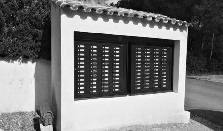 Benissa sustituye los buzones de la zona costera para cumplir la nueva normativa postal