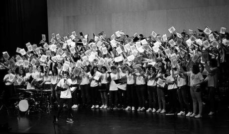 """""""L'Eso canta amb Cor"""", 300 intérpretes claman contra el ciberasedio en Teulada"""