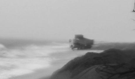 Costas sigue vertiendo arena en las playas mientras el temporal se lleva parte de la depositada en días anteriores