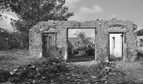 Xàbia compra al Estado las fincas de los antiguos cuarteles de Carabineros en la Granadella y la Plana