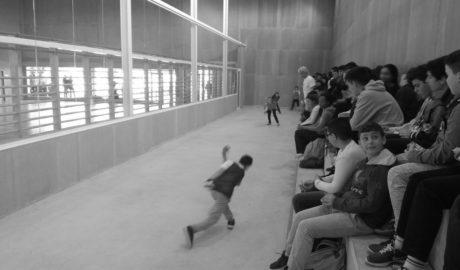 En el IES Nº3 de Dénia pasan el recreo viendo pilota valenciana