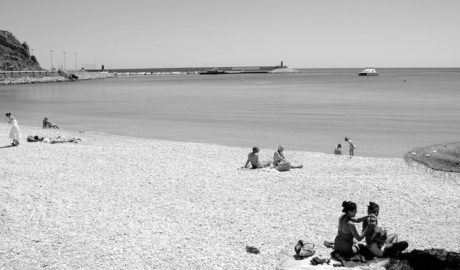 Xàbia converteix La Grava en la seua primera «platja d'hivern» en vetar l'accés d'embarcacions tot l'any