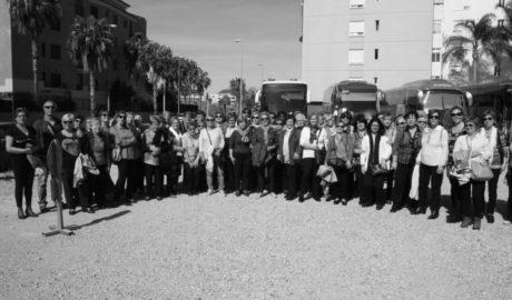 [LA FOTO] Cuatrocientas mujeres de Mislata llenan las calles de Dénia para celebrar su gran día