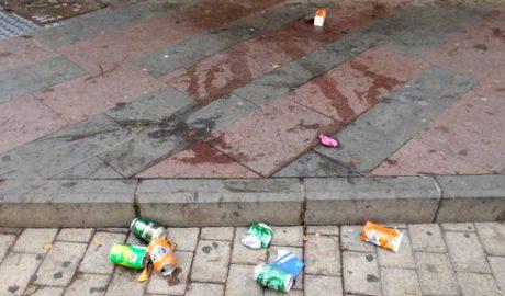 Lamiendo suelos, suciedad en las calles