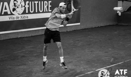 Sergi Pérez suma su tercer punto ATP y sube casi 200 puestos en el ránking internacional