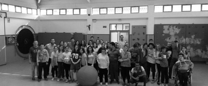 Una sesión de entrenamiento diferente, visitando a los niños de la escuela de deporte adaptado