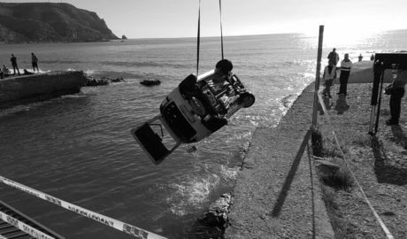Cae con su coche al Gorgos desde el puente de Triana en Xàbia