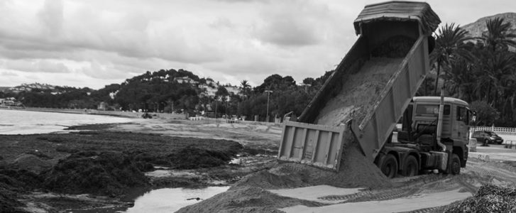 L'arena arriba a la Marineta Cassiana de Dénia per posar fi a les males olors
