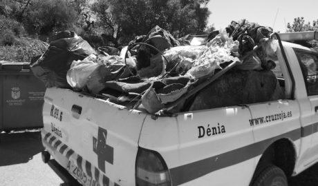 Extraen en un solo día del Marjal de Pego 4.500 kilos de basura, 3 ovejas muertas y ruedas de coches