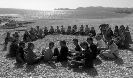 Els escolars del CEIP Port de Xàbia gaudeixen de les mones de Pasqua envoltats de natura