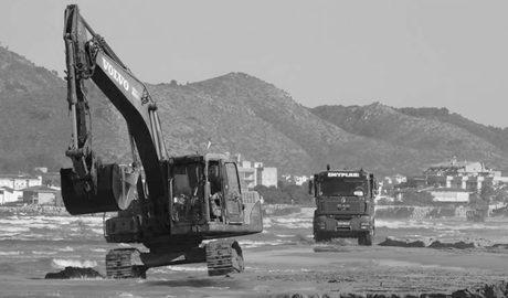 Costas trasvasa en Dénia arena del Molinell a les Deveses pero se niega a verter en la Marineta