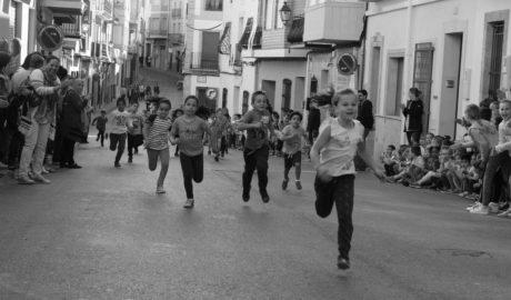 Una mañana de carreras de niños en Poble Nou de Benitatxell