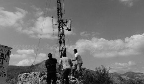 Un ampli dispositiu a Pego aconsegueix per fi retirar l'antena del Castell d'Ambra, una fortalesa del segle XIII