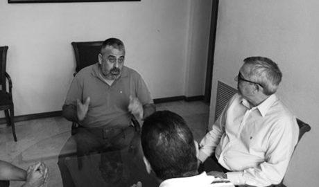 Los alcaldes plantan a un directivo de DKV tras saber que acudía acompañado del gerente de Marina Salud