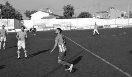 Abultada victoria del CD Jávea que le pone a siete puntos de la promoción a falta de cuatro partidos