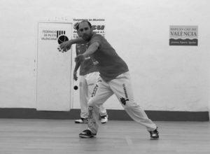 Félix juega en el Trinquet de Pelayo por conseguir la Lliga Professional d'Escala i Corda
