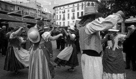L'Escaldà de Jesús Pobre y la Ruta dels riuraus desembarcan en la plaza de la Virgen de València