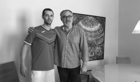L'Ajuntament de Pedreguer renova el conveni amb el pilotari professional Pere Ribes