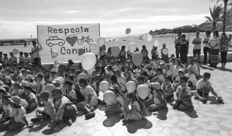 'Respeto y convivencia', la demanda de los escolares de Xàbia tras el atropello de los ciclistas