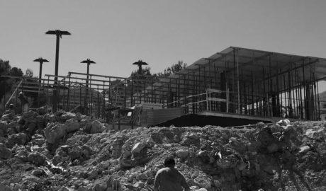 Veïns de Dénia alerten que continuen «sense pudor» les obres dels grans xalets denunciats en les Rotes