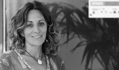 """Cristina de María-Tomé, presidenta del Moviment per la Pau: """"No podemos permitir que se vulneren los derechos de los refugiados"""""""