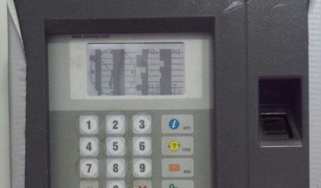 Denuncian que la máquina donde «fichan» los policías locales de Dénia lleva 3 años rota